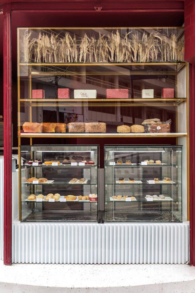 showcase 683x1024 Cake Door   a Corner Bakery by BOSCARDIN CORSI Architects