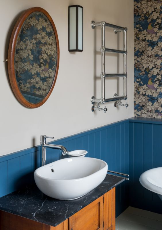 bathroom Field House by Bradley Van Der Straeten Architects