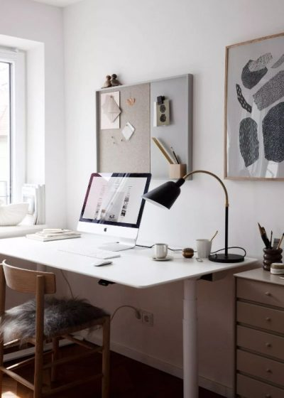 6 Reasons Why You Should Switch to an Adjustable Height Desk
