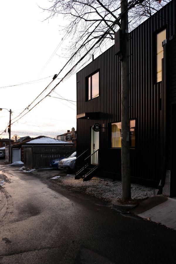 exterior 95 Mackay Laneway House by Gabriel Fain Architects