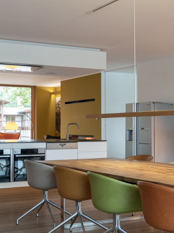 dining and kitchen area Haus am See by Carlos Zwick